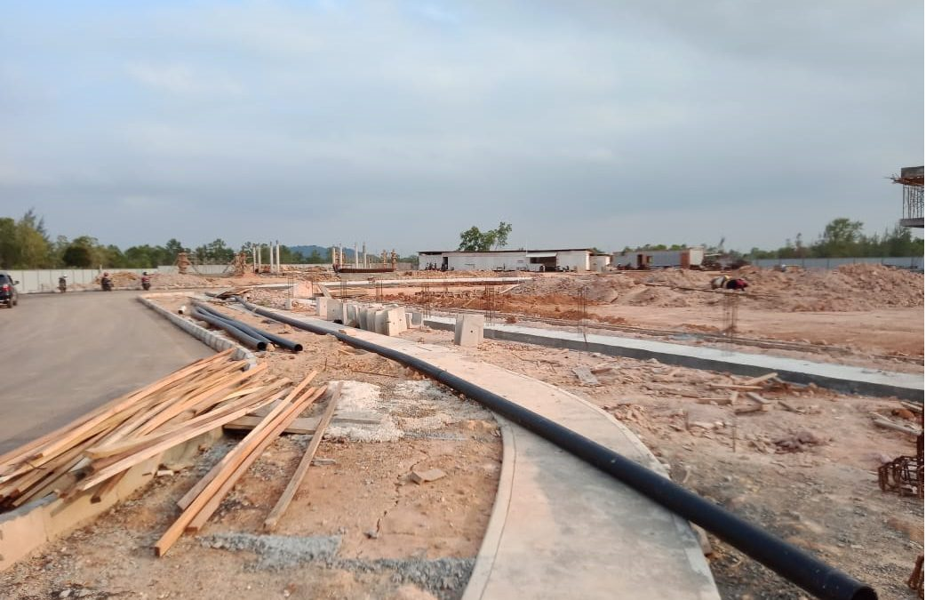 Construction underway as phase 1 development progresses for Opus Bay apartments, villas and shopping galleria.